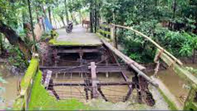 পটুয়াখালীর বাউফলে মরণ ফাঁদে পরিণত হয়েছে  জনগুরুত্বপূর্ণ একটি সেতু